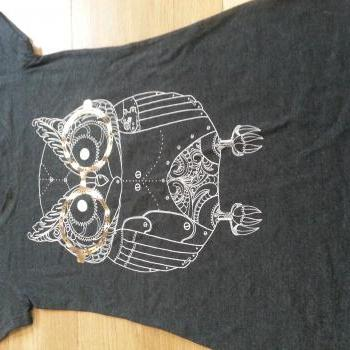 Nerd Owl T-shirt size Medium